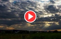 HTML5 Video Overlay Play Button